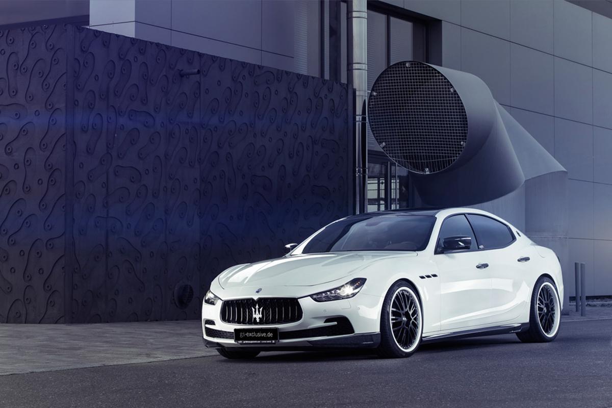 Gran Tursimo in smoking, Maserati Ghibli Nerissimo a New York